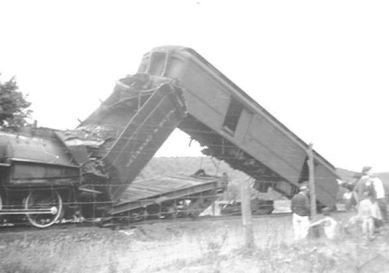 D&H train wreck near the Glen - 1946